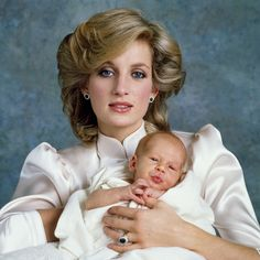 October Princess Diana with Prince Harry portrait taken by Lord Snowdon at Kensington Palace. Princess Diana is sat on the floor. Lady Diana Spencer, Baby Prince, Prince And Princess, Princess Of Wales, Prince Henry, Princess Diana Family, Princess Diana Pictures, Princesa Diana, Reine Victoria