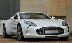 One-77, Aston Martin'in en hızlı arabası, fakat bu arabaya ulaşmak için £ 1.000.000 gibi bir miktarı gözden çıkarmanız gerekiyor. 0-100km/sa hıza 3.5 saniyede çıkıyor. (msn.tr)