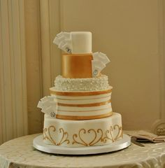 So Incredibly Pretty Wedding Cakes - Cake: Confectionery Designs; Photo: Sara Zarrella Photography