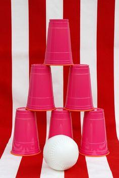 Transformez n'importe quelle fête un peu plate pour les enfants en véritable tombola avec ces trois idées de jeux à partir de verres de plastique. Génial!