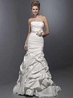 Fashionable strapless natural waist taffeta wedding dress