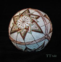 Colors. Similar to TK AL01 (interm C8) Paper Flower Ball, Paper Flowers, Basket Weaving Patterns, Temari Patterns, Thread Art, Christmas Centerpieces, Loom Weaving, Art Forms, Needlepoint