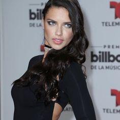 海外セレブニュース&ファッションスナップ: 【アドリアナ・リマ】本当に美しい!大胆な切り込みが入ったブラックドレスでイベントに登場!