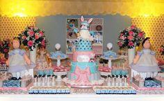 Faça a Festa Infantil Alice no País das Maravilhas. Confira as dicas e idéias para arrasar na decoração da festa com muitos detalhes lindos. Confira aqui.