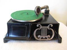 "Vintage 1900s Old Antique Depression Era Cast Iron ""Universal"" Phonograph"