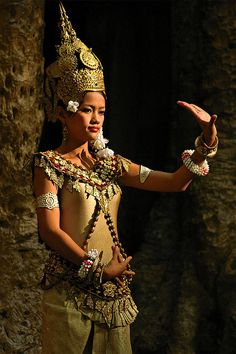 Golden Dance Angkor,Cambodia by Clem Viet Nam Laos, Shall We Dance, Just Dance, We Are The World, People Around The World, Vietnam, Beauty And Fashion, Dance Art, Folk Costume