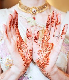 beautiful henna art on this Bride  Photography By / http://llanesweddings.com