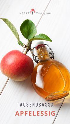 Apfelessig - der Tausendsassa! 🍏  Der Apfelessig ist ein altes Hausmittel mit antibakterieller Wirkung. Durch den Gärprozess, in dessen Zuge er entsteht, enthält er nicht nur die Vitamine und Mineralien des Apfels, sondern weitere wichtige Inhaltsstoffe, wie Enzyme, Jod, Selen, Eisen und Zink.   Auch wenn Apfelessig sauer schmeckt, handelt es sich um ein... Plum, Fruit, Food, Positive Changes, Vitamins And Minerals, Home Remedies, True Words, Quotes, The Fruit