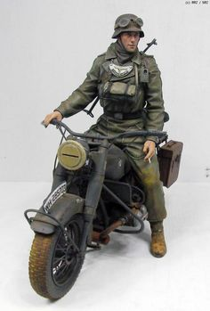 Hobbies For Women Code: 8026449672 German Soldiers Ww2, German Army, Toy Soldiers, Motorcycle Model Kits, Military Action Figures, Military Modelling, Figure Model, Panzer, Luftwaffe