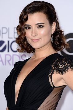 Pictures of Cote de Pablo - Pictures Of Celebrities Ziva David, Beautiful Celebrities, Beautiful Women, Selena, Michael Weatherly, Peinados Pin Up, Modern Haircuts, Black Evening Dresses, Height And Weight