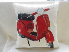 decorative pillow  picture of red wasp  pillow cover di Ilfilodoro, €31.00