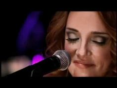 Ana Carolina - Confesso  Simply awesome voice and musical talent!