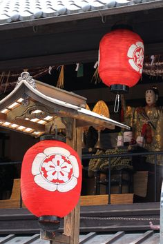 Japanese History, Japanese Culture, Japanese Wind Chimes, Japanese Gate, Traditional Lanterns, Art Asiatique, Turning Japanese, Lantern Festival, How To Make Lanterns