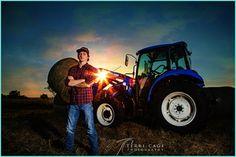 farm boy senior picture, tractor, FFA www.terricage-photography.com