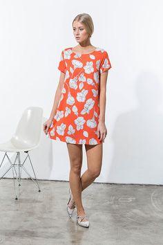 Alena Savostikova #orange #brightcolors #happy #springtime #fashion #dress #shiftdress #daydress #irismoon