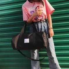 HIGHSEE Travel Weekender Bag #bags #bag #handbags #totebag #leatherwork #fashion #accessories #backpacking #backpacks #business #travel #gym #modern #vintage #classic Mens Travel Bag, Office Shoes, Tote Bag, Duffel Bags, Leather Bag, Gym Bag, Sporty, Stylish