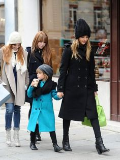 all these gals are so stylish: Jessica Alba