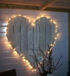 Love this beautiful Valentine's Day outdoor lighting...