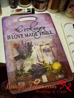 decoupage -----  cutting board------------- deska do krojenia -------  chopping-board-purple-decoupage.jpg (486×648)