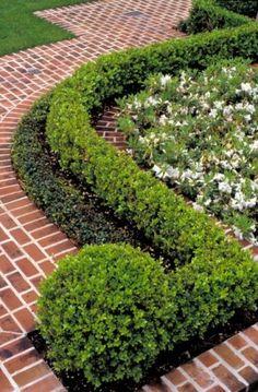 boxwood & brick design by   McDugald-Steele Landscape ArchitectsBox