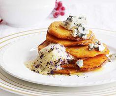 Kürbisscheiben mit Roquefort und Blumenpfeffersabayon