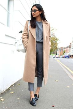 Cool glasses and outfit Business Casual Outfits, Business Attire, Business Fashion, Brogues Womens Outfit, Black Brogues Outfit, Camel Coat Outfit, Backpack Outfit, White Backpack, Winter Looks