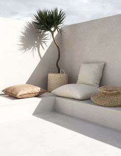 Minimal beach style for outdoor living areas. #garden #outdoorliving #homedecor #house #interiors #minimalinteriors #beachhome