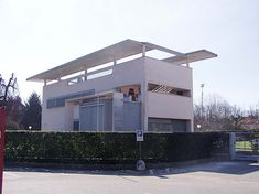 Lombardia (between Como/Monza) Villa Bianca, Seveso - Terragni Italy Architecture, Modern Architecture Design, Concept Architecture, Architecture Photo, Amazing Architecture, Bauhaus, International Style Architecture, Small Modern Home, Arquitetura
