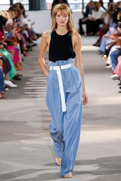 The complete tibi spring 2018 ready-to-wear fashion show now on vogue runwa Spring 2018 Fashion Trends, Latest Fashion Trends, Fashion Spring, Beach Fashion, Fashion 2017, Vogue, Urban Outfits, Women's Fashion Dresses, Ready To Wear