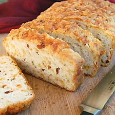 Bacon Cheddar Beer Bread: flavorful, delicious and ready to bake before the oven is preheated. Enough said!