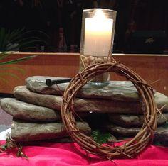 Good Friday Altar www. Easter Altar Decorations, Lent Decorations For Church, Craft Decorations, Alter Decor, Altar Design, Faith Church, Church Stage Design, Church Flowers, Church Banners