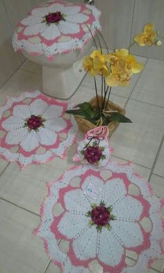 Image gallery – Page 758082549754514511 – Artofit Crochet Crafts, Knit Crochet, Crochet Diagram, Baby Shower, Bathroom Sets, Diy And Crafts, Rugs, Knitting, Gallery