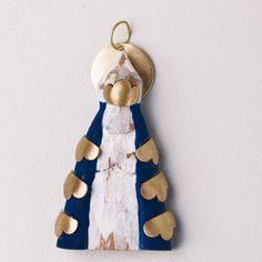 pingente Nossa Senhora de Aparecida . madeira e ouro
