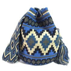Andean Double Thread Wayuu bag Handmade Handbags, Handmade Bags, Knit Or Crochet, Filet Crochet, Tapestry Crochet Patterns, Tapestry Bag, Crochet Purses, Pretty Patterns, Knitting Accessories