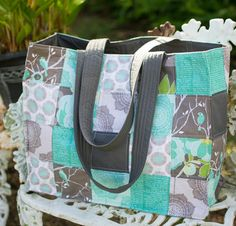 You won't believe how easy it is to use this method to create pretty patchwork carry alls! Get the Speedy Patchwork Totes Tutorial from SewCanShe.