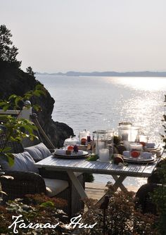 Let's dine by the sea...