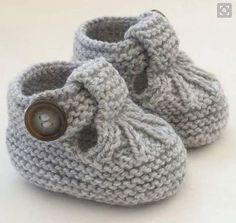 Knitting Patterns for Baby Hand Knitted Baby Shoes-Booties … Discover thousands of images about Alda Fernandes See pattern link in responses on page. See pattern link in responses on page. This Pin was discovered by Mon These cute little T-bar shoes ha Baby Booties Knitting Pattern, Crochet Baby Shoes, Crochet Baby Booties, Crochet Slippers, Baby Knitting Patterns, Vogue Knitting, Hand Knitting, Baby Girl Patterns, Baby Jane