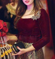 The perfect blouse Pakistani Bridal Makeup, Bridal Mehndi Dresses, Pakistani Wedding Outfits, Pakistani Dresses, Indian Dresses, Shadi Dresses, Pakistani Girl, Fancy Dress Design, Kurti Designs Party Wear