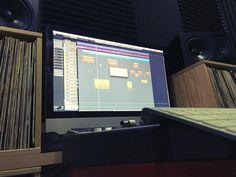 Y para acabar el día un bounce del single nuevo de @zacktrainin grabado mezclado y masterizado hoy sobre best en una sola pista estéreo. Mañana más rap. Bueno... mañana o dentro de un rato más bien.  [Contacta con el estudio para grabar mezclar y/o masterizar tu proyecto en hola@ShowtimeEstudio.com o a través de la web]  #zacktrainin #showtimeestudio #bighozone #grabacion #mezcla #masterización #rap #hiphop #rapespañol #hiphopespañol #nerja