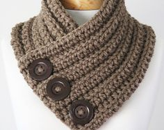 Chunky knit scarf ANINAhandmade scarf with buttons - Handcrafted 2019 Crochet Mens Scarf, Hand Knit Scarf, Crochet Scarves, Crochet Hats, Wool Scarf, Short Scarves, Neck Scarves, Hand Knitting, Knitting Patterns