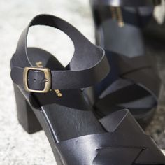 www.onyva.ch #sandals #sandale #lagarconneshoes #summershoes #shoes #sandale #black #blacksandals #blackshoes #springshoes #fashion #shoedesign #shoeinspiration Shoes, Black, Fashion, Accessories, Online Shopping, Sandals, Moda, Shoes Outlet, Black People