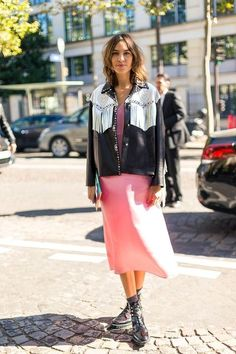 Diego Zuko snaps the well-heeled at Paris Fashion Week. Cool Street Fashion, Street Chic, Paris Fashion, Love Fashion, Fashion Outfits, Fashion Trends, Pink Street, Paris Street, Looks Style