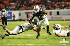 Duke Johnson shakes a tackle