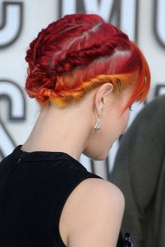 hayley williams is my hero, and has awesometown hair!