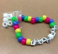 Kandi Cuff, Kandi Bracelets, Friendship Bracelets With Beads, Diy Bracelets Easy, Beaded Bracelets, Kandi Patterns, Beading Patterns, Perler Bead Art, Perler Beads