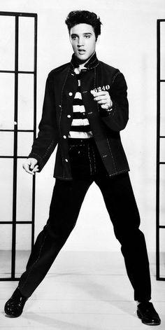 Para celebrar seus 60 anos, a charmosíssima revista New Musical Express (NME) lançou em seu site uma enquete para descobrir quem é o Maior Ícone Musical das últimas seis décadas. Gente de peso como Elvis Presley, Bob Dylan, John Lennon, Bob Marley, Freddie Mercury, Madonna, Michael Jackson, David Bowie, Debbie Harry e Lou Reed estão entre os elegíveis...