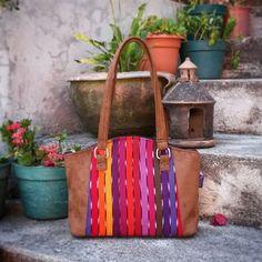 Bolso Tipico Weasley. #Masha. De nuestra cultura, bellos colores... #bolsosweasley #madeinguatemela #hechoencobán #hechoenguatemala #artesanias #hechoamano
