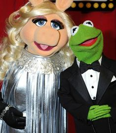 Breaking news: Miss Piggy and Kermit the Frog marry in star-studded ceremony :) Kermit And Miss Piggy, Kermit The Frog, Disney Pictures, Funny Pictures, Funny Pics, Miss Piggy Quotes, Jim Henson, Celebrity Couples, Happy Valentines Day