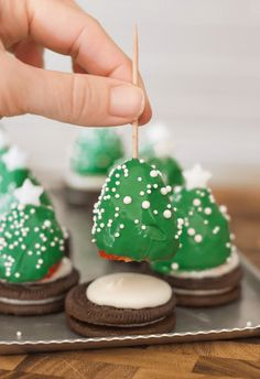 Check out this list of amazing craft projects that are not only totally doable, but you'll have a total blast completing. Mini Christmas Tree, Christmas Sweets, Christmas Cooking, Christmas Goodies, Christmas Desserts, Holiday Treats, Fun Desserts, Christmas Chocolate, Xmas Tree