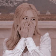 She is very cute~ Kpop Girl Groups, Korean Girl Groups, Kpop Girls, K Pop, Rose Bonbon, Rose Icon, Blackpink Members, Rose Park, Blackpink Photos
